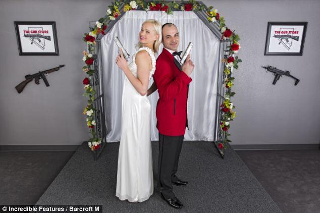 тематическая свадьба с оружием фото 2 (634x422, 39Kb)