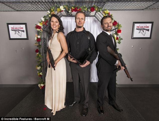 тематическая свадьба с оружием фото 6 (634x483, 47Kb)
