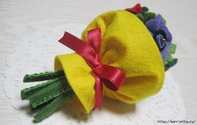 Маленький букетик цветов из фетра. Сувенирный брелок (3) (628x399, 134Kb)