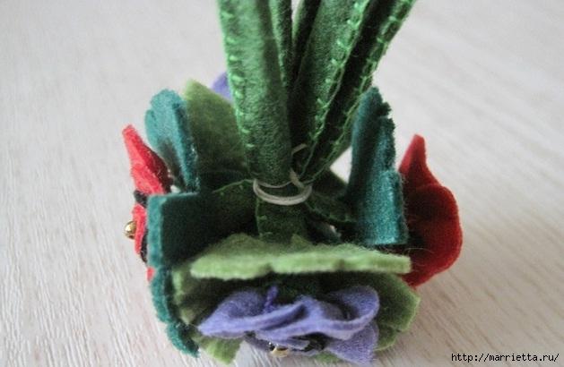 Маленький букетик цветов из фетра. Сувенирный брелок (19) (629x410, 145Kb)