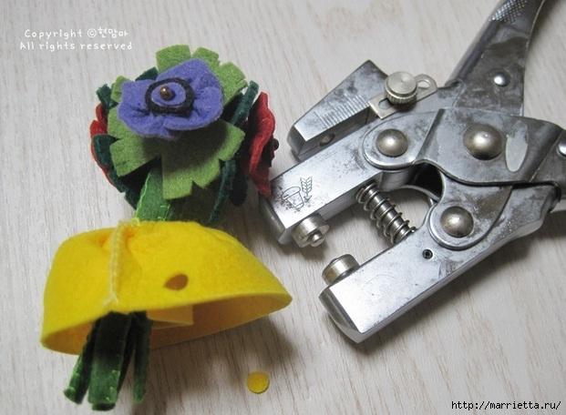 Маленький букетик цветов из фетра. Сувенирный брелок (25) (621x456, 174Kb)