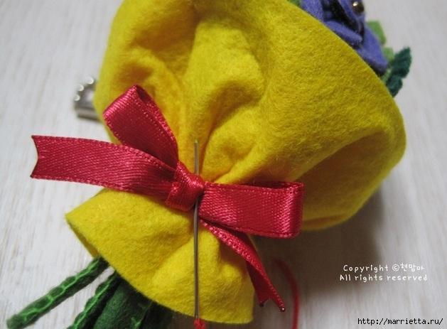 Маленький букетик цветов из фетра. Сувенирный брелок (27) (629x463, 167Kb)