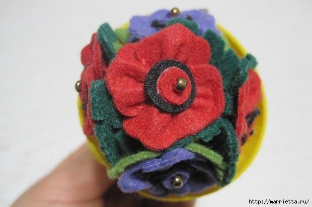 Маленький букетик цветов из фетра. Сувенирный брелок (29) (620x413, 127Kb)