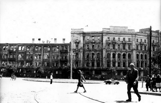 1 1940-е годы. Площадь Льва Толстого после войны (650x415, 73Kb)