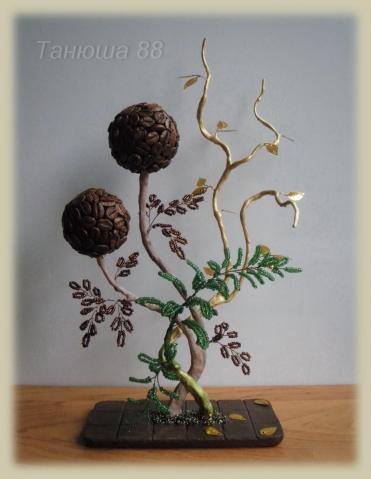 Танюша 88. пайетка. нра. дерево объёмное. композиция. зелёный.  0. 156. бусина. низание.