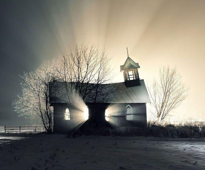 Заброшенная церковь (700x582, 62Kb)