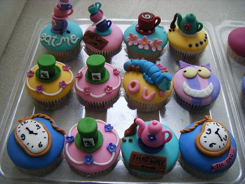 Alice-In-Wonderland-Cupcake-Birthday-Cake (500x375, 322Kb)