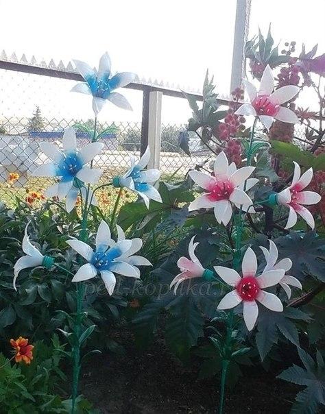 Украшаем сад цветами из пластиковых бутылок. Мастер-класс (10) (474x604, 183Kb)
