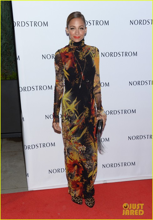 nicole-richie-hosts-the-nordstrom-gala-12 (489x700, 79Kb)
