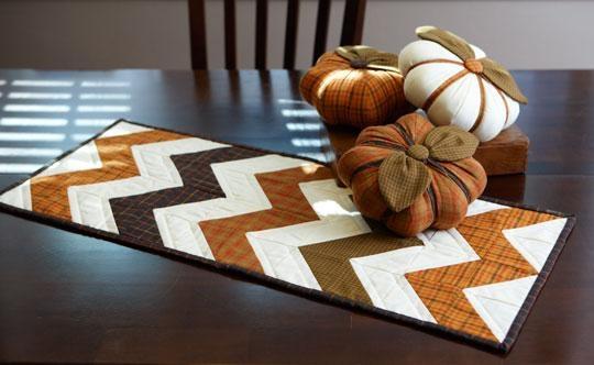 Салфетка в технике пэчворк и текстильные тыковки к Хеллоуину (15) (540x332, 91Kb)