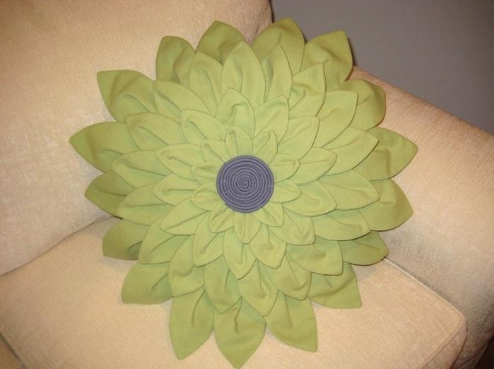 подушка-цветок (1) (700x522, 229Kb)