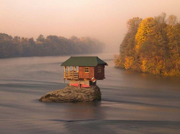 Дом на середине реки Дрины1 (700x524, 49Kb)