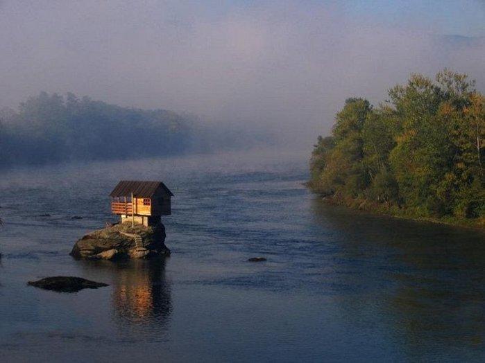 Дом на середине реки Дрины2 (700x524, 47Kb)