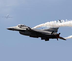 F-16 - перехват 3х самолётов в Нью-Йорке (295x249, 13Kb)