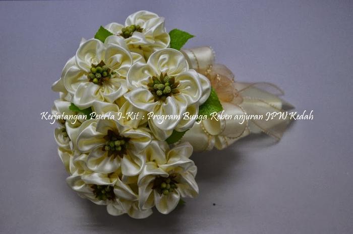 Цветы из лент и ткани. Красивые букеты (1) (700x465, 179Kb)