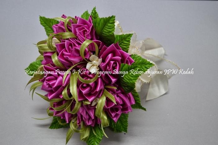 Цветы из лент и ткани. Красивые букеты (3) (700x465, 221Kb)