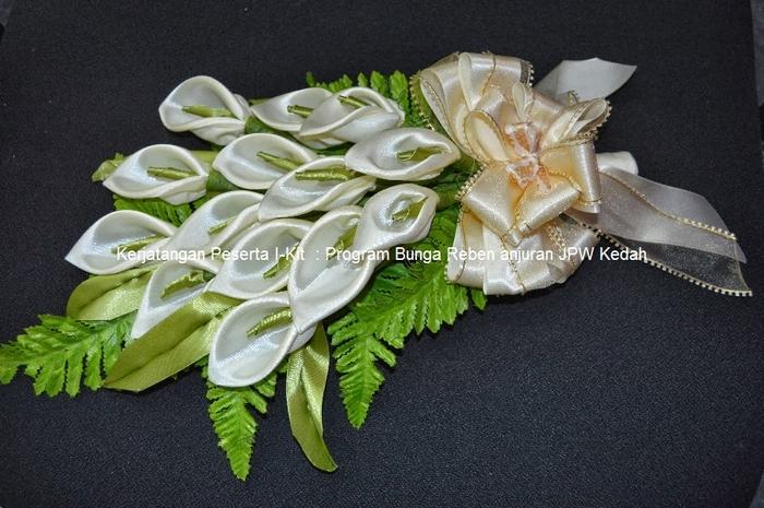 Цветы из лент и ткани. Красивые букеты (7) (700x465, 262Kb)