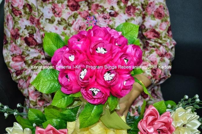 Цветы из лент и ткани. Красивые букеты (11) (700x465, 294Kb)
