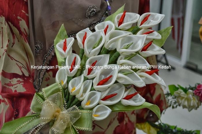 Цветы из лент и ткани. Красивые букеты (13) (700x465, 243Kb)