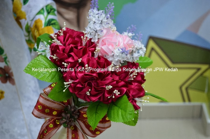 Цветы из лент и ткани. Красивые букеты (15) (700x465, 224Kb)
