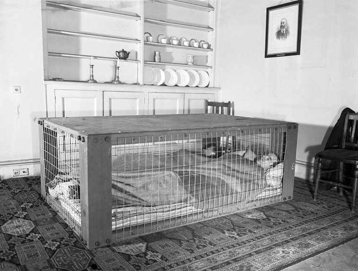 кровати от бомбежек второй мировой фото (700x530, 220Kb)