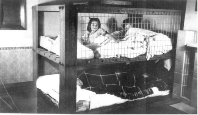 кровати от бомбежек второй мировой фото 3 (700x409, 114Kb)/3185107_krovati_ot_bombejek_vtoroi_mirovoi_foto_3 (640x373, 50Kb)