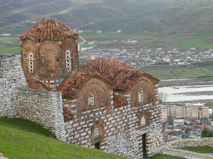 1. Византийская церковь Берат (700x525, 258Kb)