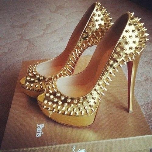 туфли с шипами фото