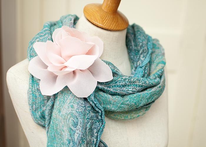 Украшаем одежду цветами из ткани. ЛОТОС из жоржета (16) (700x500, 271Kb)