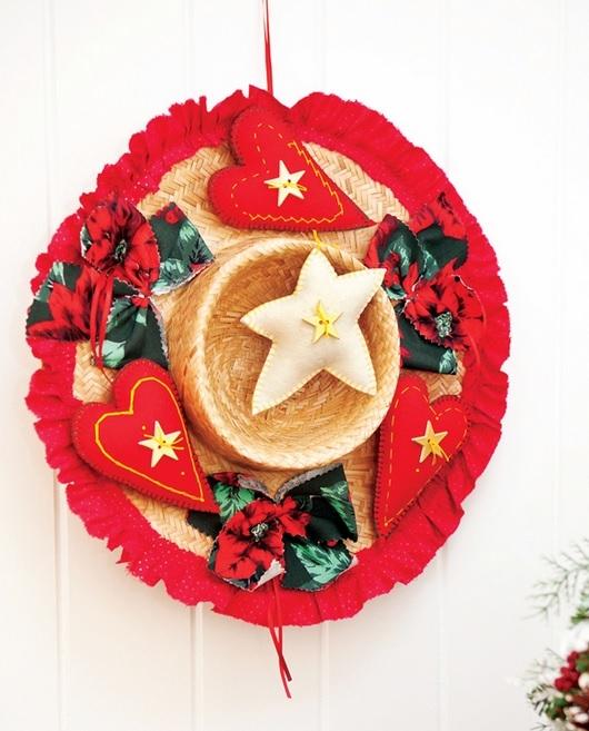 Рождественский венок из соломенной шляпки (1) (530x657, 211Kb)