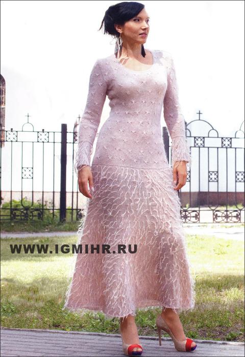 Бежевое платье с мехом