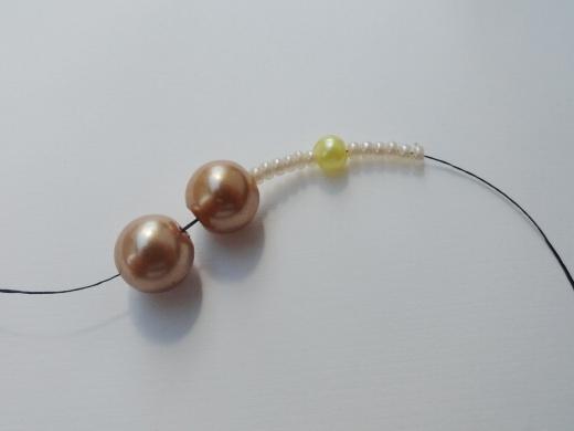 Красивый браслет из бисера и бусин. Фото мастер-класс (2) (520x390, 78Kb)