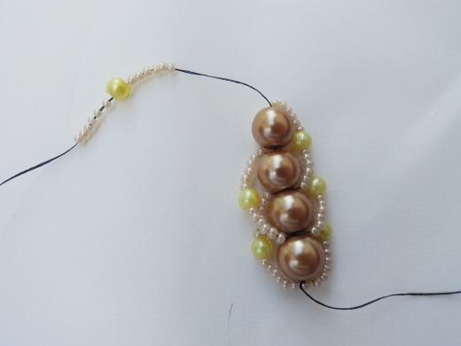 Красивый браслет из бисера и бусин. Фото мастер-класс (15) (520x390, 89Kb)