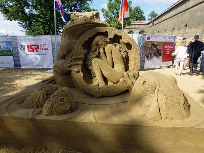 песчаные скульптуры Сюзанна Руселер (700x525, 348Kb)