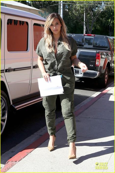 kim-kardashian-gave-me-everything-kanye-west-gushes-01 (468x700, 108Kb)