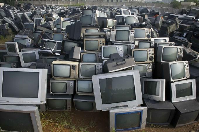 свалка телевизоров китай 4 (680x452, 279Kb)