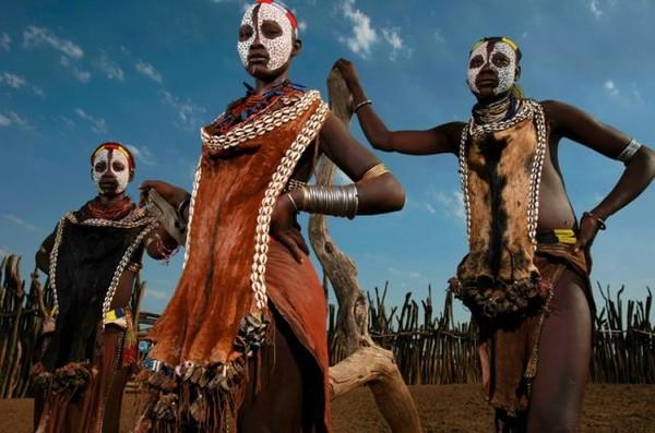 Племя африки у мужчин которого член постоянно находится в состоянии эрекции