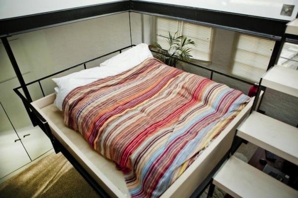 кровать на потолке фото (600x399, 144Kb)