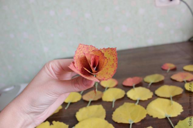 Осенние розы из листьев