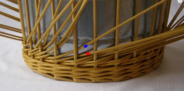 Плетение из газет. Интересный узор для корзинки. Мастер-класс (7) (700x346, 354Kb)