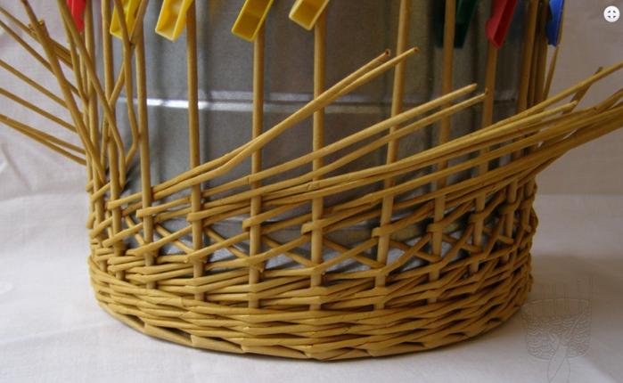 Плетение из газет. Интересный узор для корзинки. Мастер-класс (17) (700x430, 431Kb)