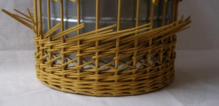Плетение из газет. Интересный узор для корзинки. Мастер-класс (19) (700x339, 314Kb)