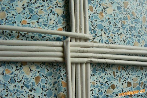 Плетение из газет. Идеи и мастер-класс на донышко плетенки (33) (600x401, 165Kb)