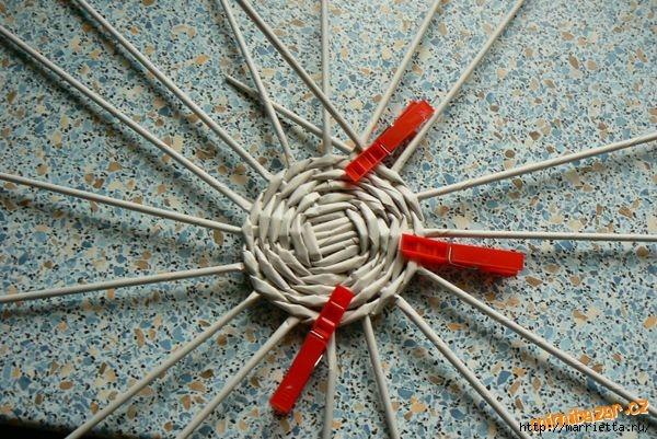 Плетение из газет. Идеи и мастер-класс на донышко плетенки (42) (600x401, 228Kb)