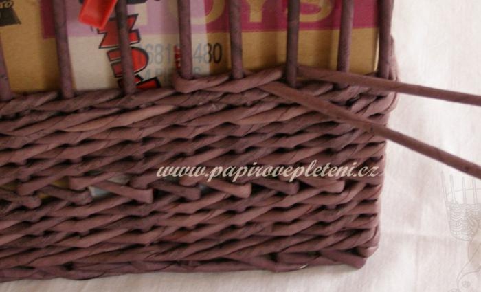 Плетение из газет. Мастер-класс по плетению скошенного верха корзинки (2) (700x425, 407Kb)