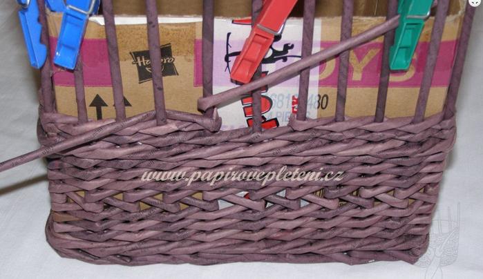 Плетение из газет. Мастер-класс по плетению скошенного верха корзинки (5) (700x404, 474Kb)
