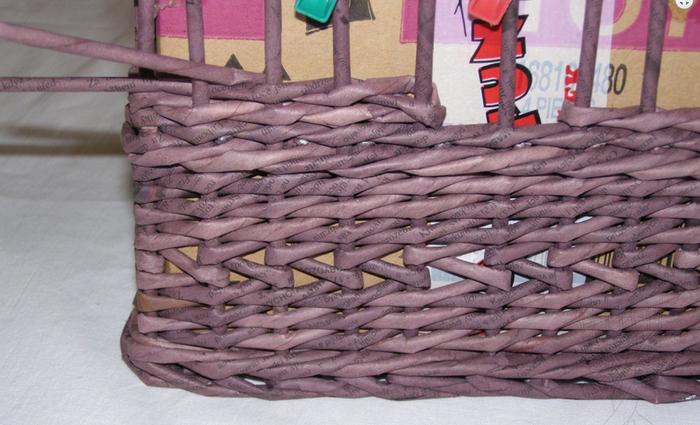 Плетение из газет. Мастер-класс по плетению скошенного верха корзинки (8) (700x425, 503Kb)
