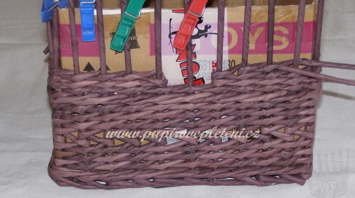 Плетение из газет. Мастер-класс по плетению скошенного верха корзинки (12) (700x390, 452Kb)