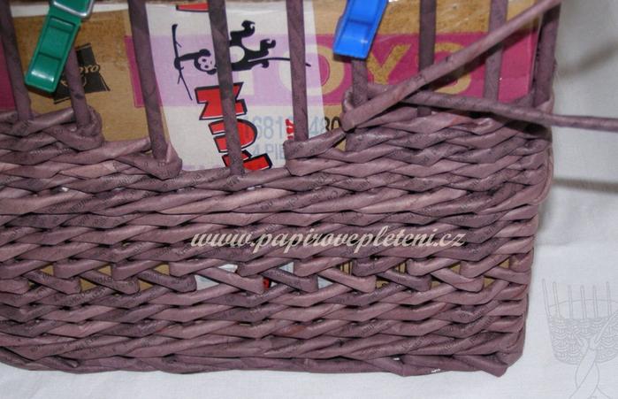 Плетение из газет. Мастер-класс по плетению скошенного верха корзинки (14) (700x451, 525Kb)