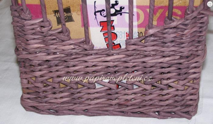 Плетение из газет. Мастер-класс по плетению скошенного верха корзинки (16) (700x407, 501Kb)